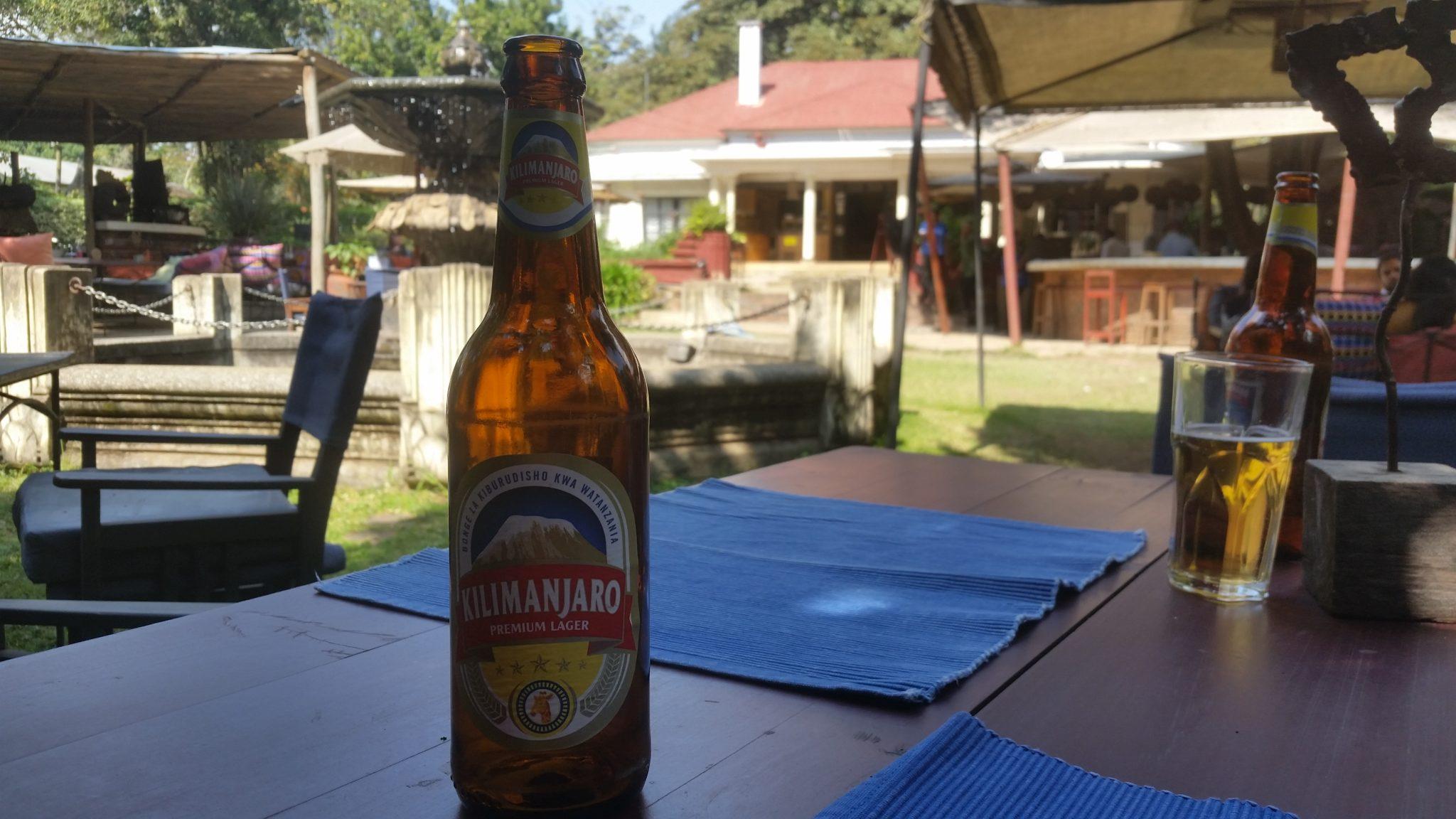 Genieten van een lekker Kilimanjarobiertje in The Blue Heron. Er zijn voornamelijk 3 bieren verkrijgbaar: Kilimanjaro, Safari en Serengeti. Als je je nu niet in Tanzania waant, weten wij het ook niet meer!