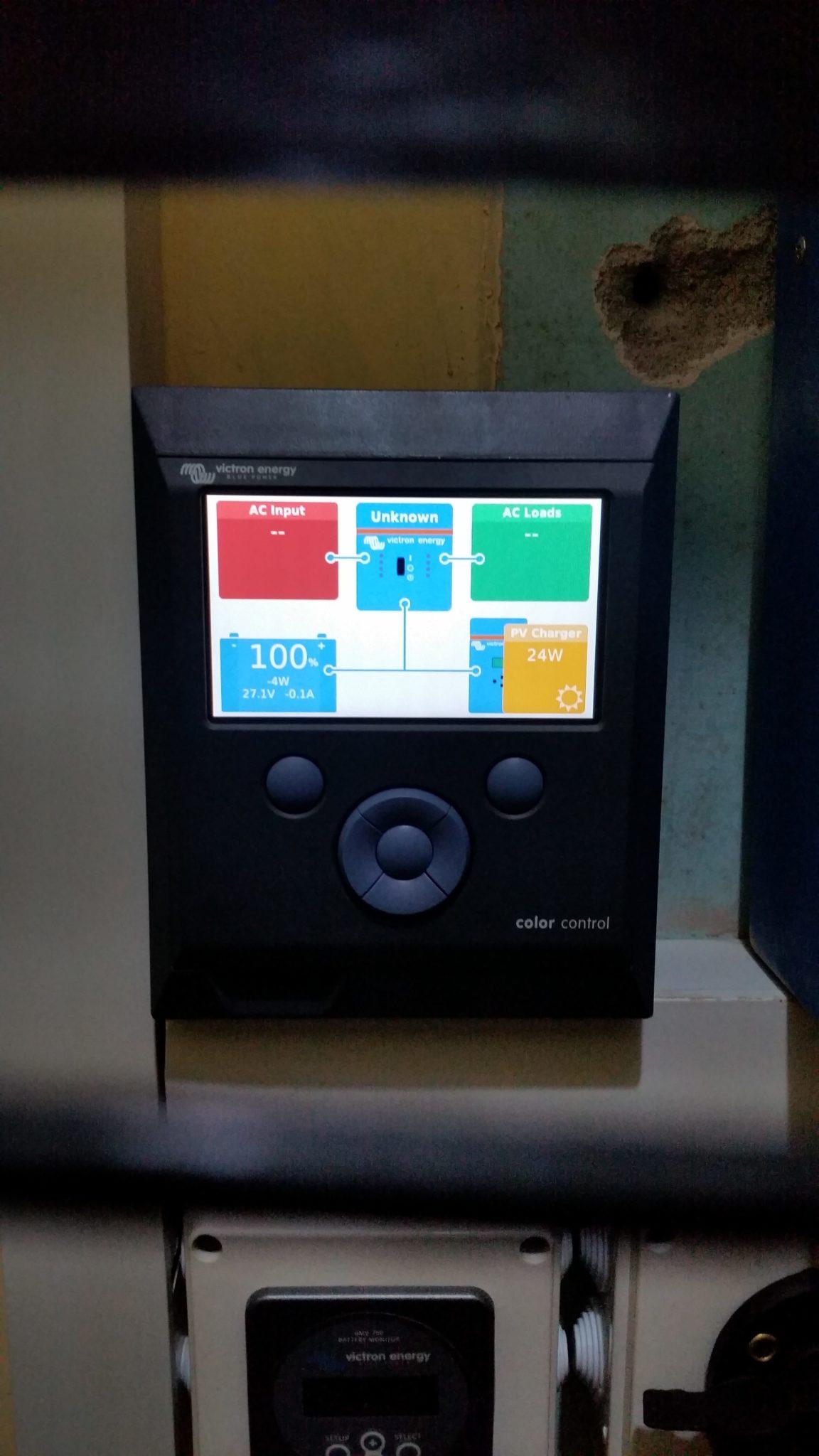 De Color Control, ons nieuwste speelgoedje waarmee we vanaf onze computer of smartphone op elk moment van de dag de prestaties van de PV installatie kunnen opvolgen. Lars is dol op de grafiekjes!