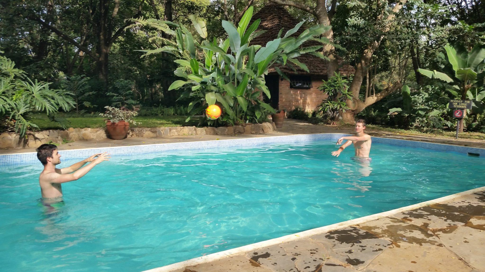Ontspannen in het zwembad van Rivertrees