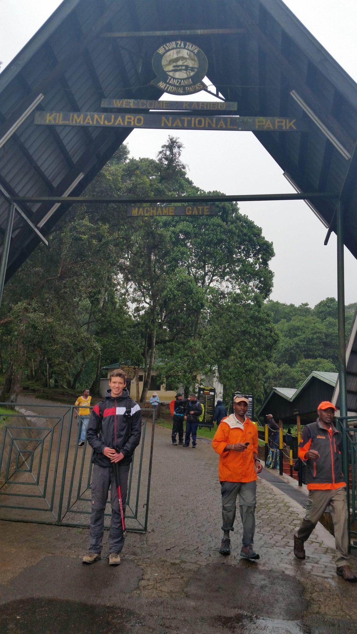 Aan de gate van het Kili wandelpad