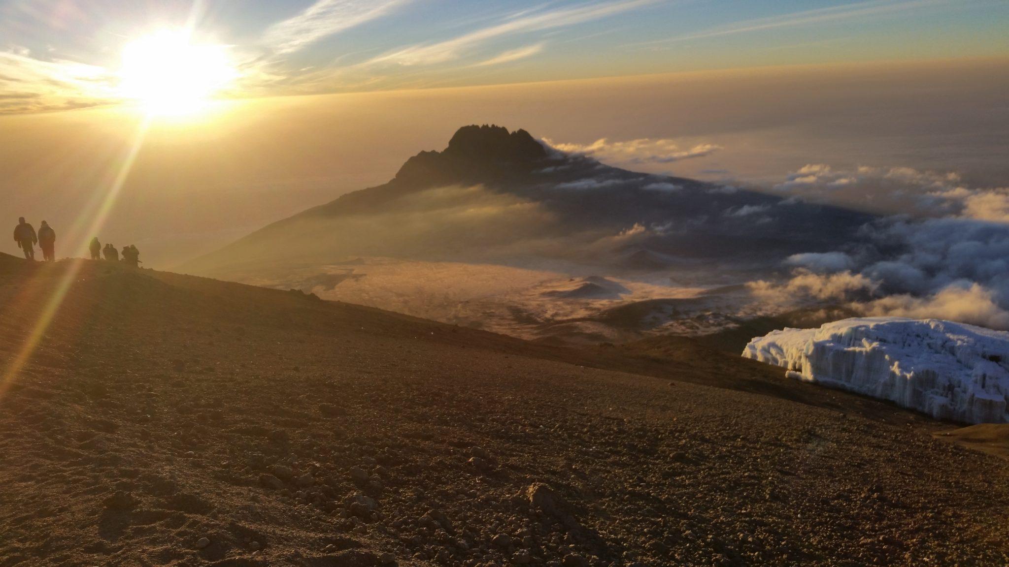 Once in a lifetime: zonsopgang bovenop Afrika's hoogte berg