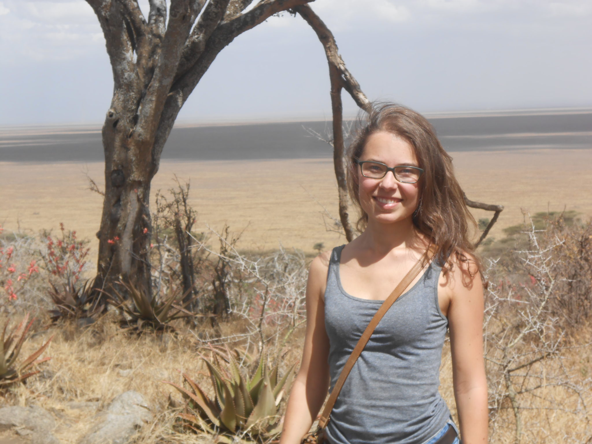 Voor het binnenrijden van de Serengeti namen we de tijd voor enkele foto's op de top van de kopje (heuvel) waarop de gate is gevestigd
